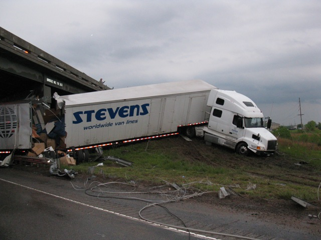 semi truck accident